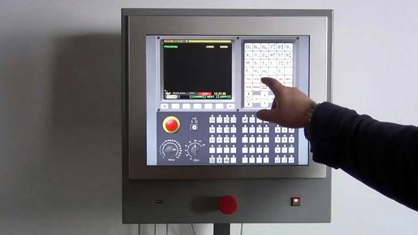 внешний вид пульта управления на учебном станке чпу