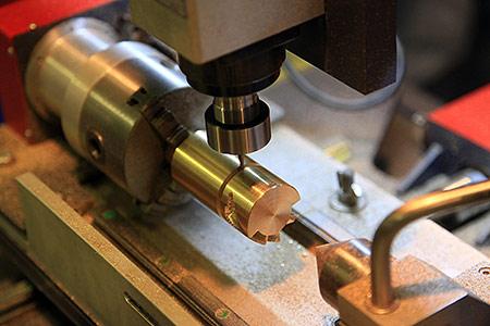 обработка металла на фрезерном настольном станке чпу