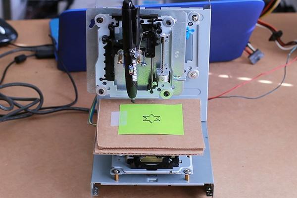 внешний вид станка с ЧПУ из CD-ROM