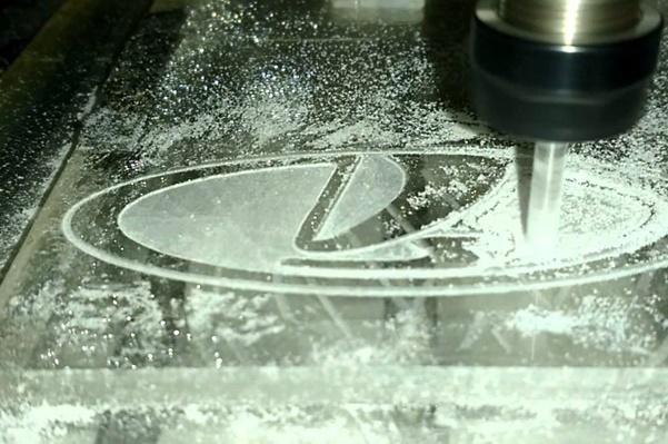 процесс гравировки стекла на чпу станке