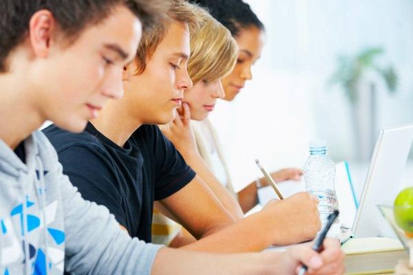 ученики за учебой