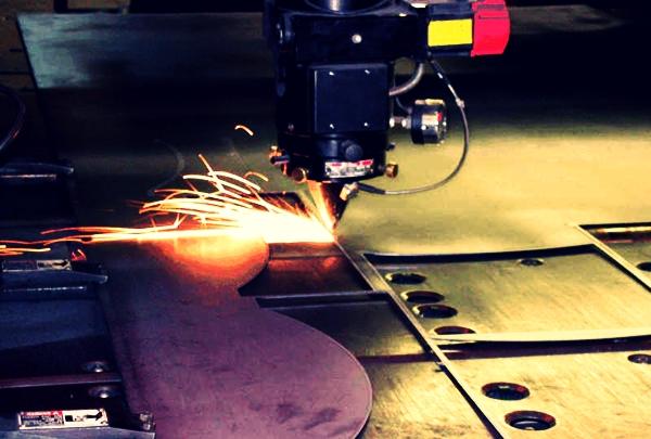 процесс работы лазерного станка чпу
