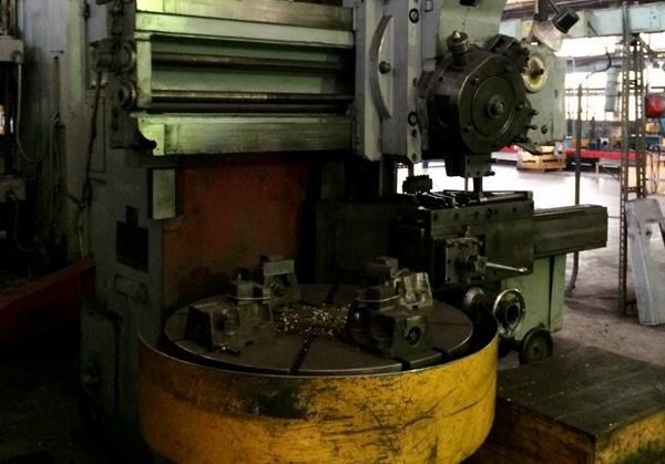 работа токарного станка 1512